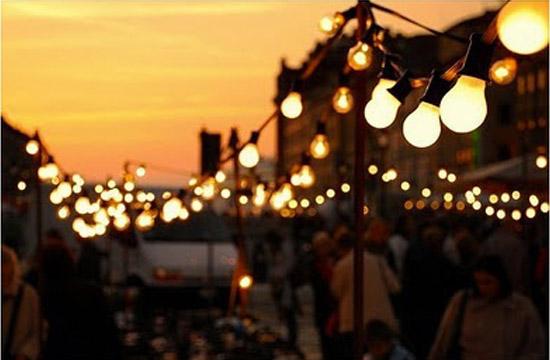 Luces para bodas empleando guirnaldas de bombillas