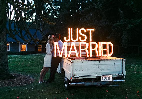 Letras con luz, otro toque de estilo para tu boda