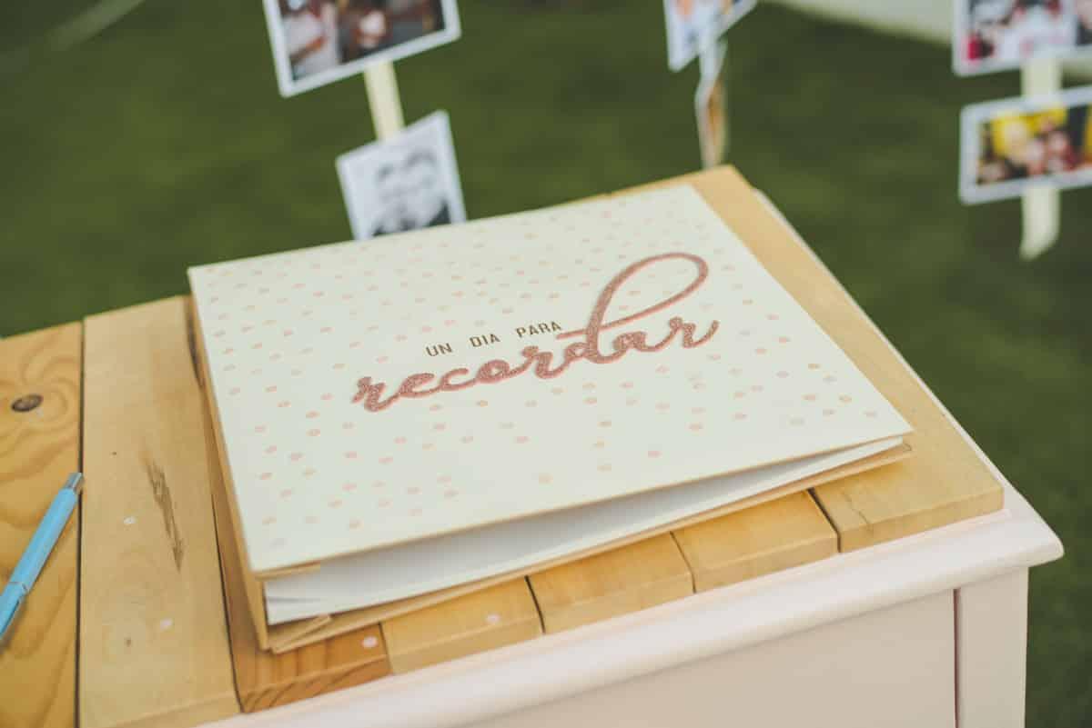 Libro de firmas para bodas, albúm clásico