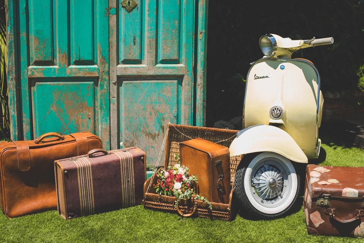 Photocall para bodas, jardines del Trapiche, vespa, floral