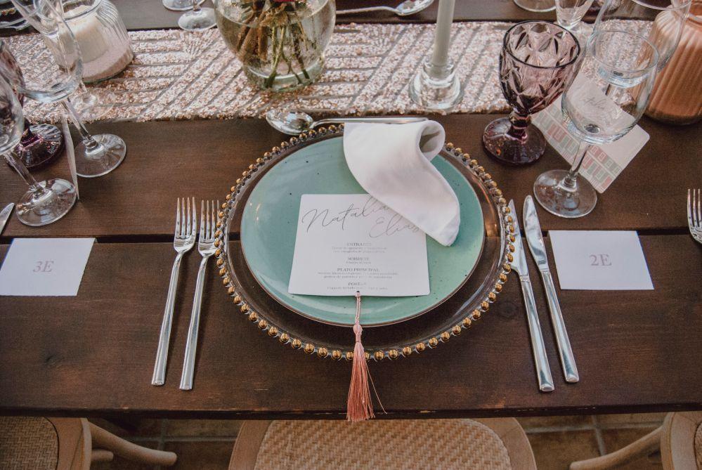 Vajilla shabby chic en mesa imperial