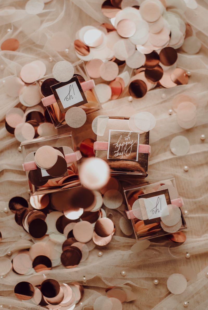 Detalles de boda, confetti en cajitas