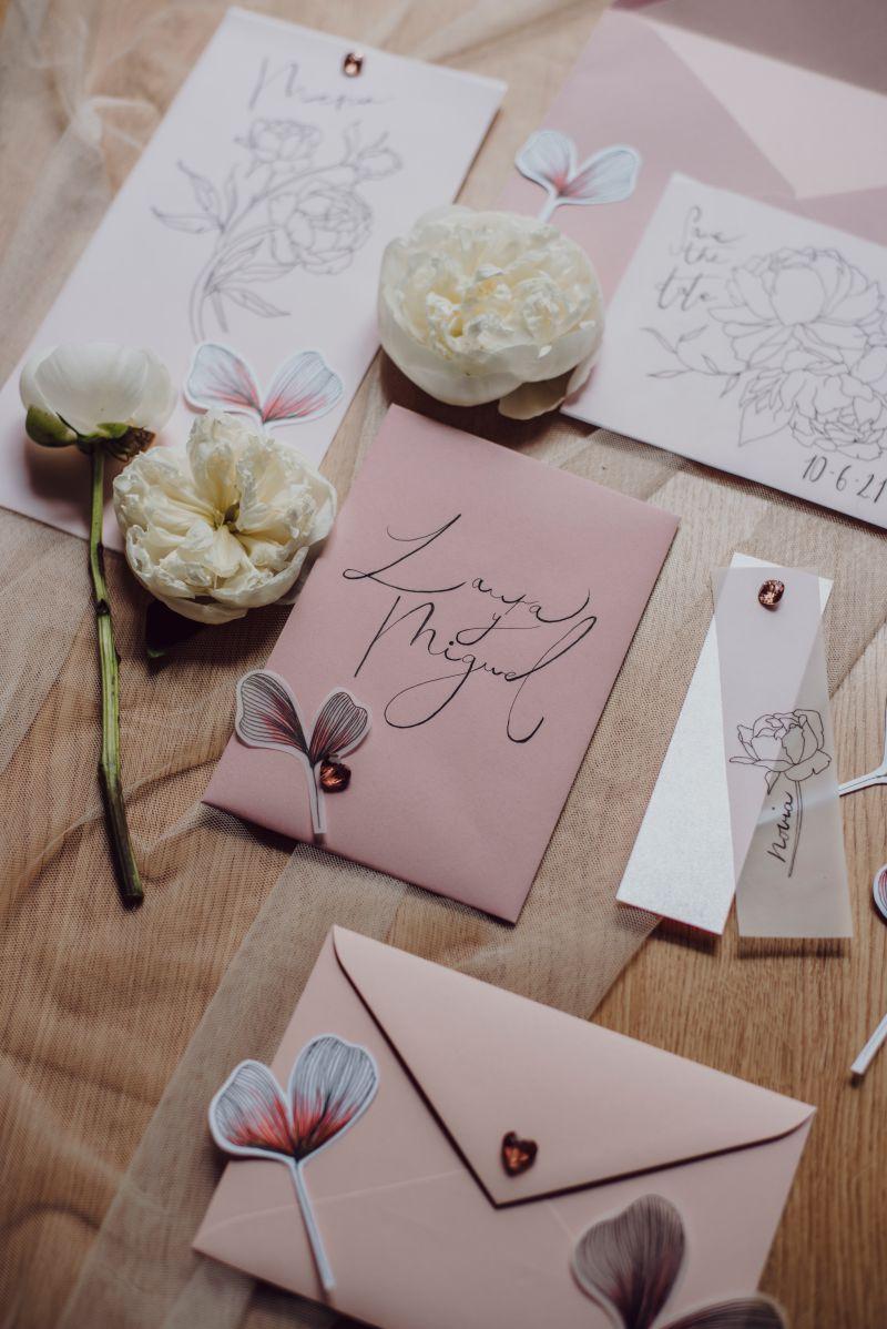 Papeleria para bodas en tonos rosas