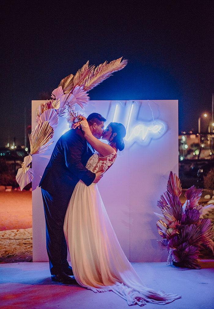 Photocall Beautiful Pink wedding, amor con luz de neón