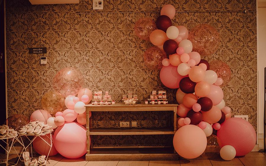 Rincon de dulces para una boda rosa junto al mar