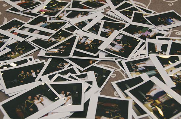 Regalos para invitados boda, foto polaroid en un sobrecito