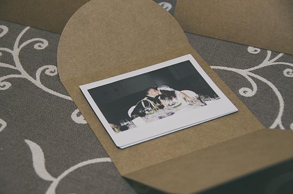 Regalos para invitados boda, fotos polaroid en sobre