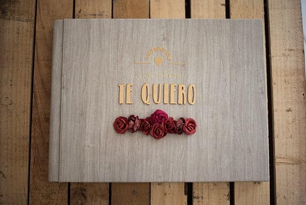 Albumes de fotos originales y personalizados decorados con rosas