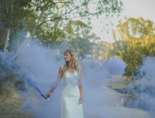 Fotografia de post-boda en lago con humos