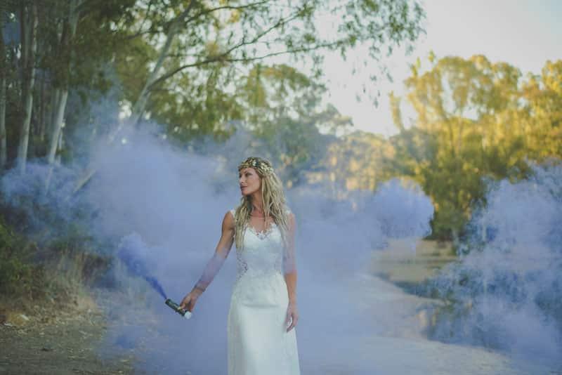 Fotografia de post boda en lago con humos