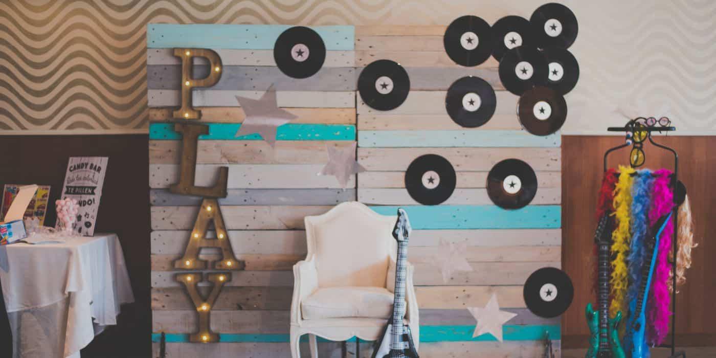 photocall boda, musica y vinilo